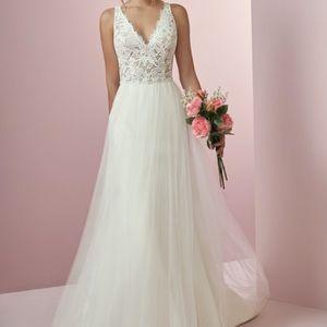 Maggie Soterro Rebecca Ingram Connie Wedding dress